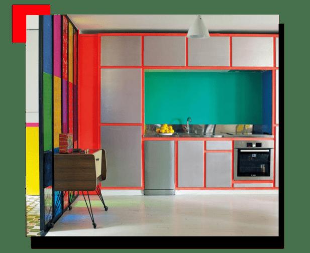 cocina con muchos colores
